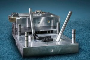 Spritzgusswerkzeug Prototyp für Kühlwasseranschlüsse