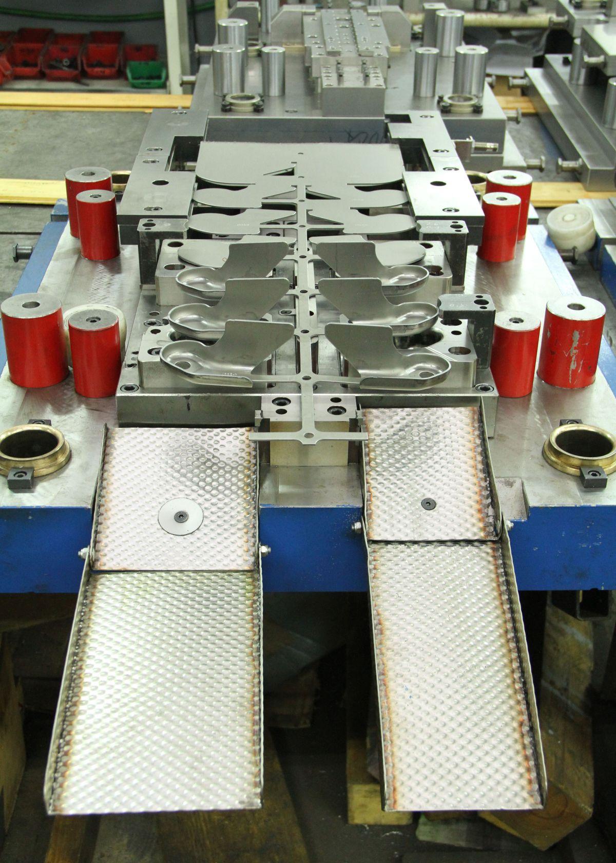 Folgeverbundwerkzeug der Firma Metalid d.o.o.