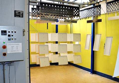 Pulverbeschichtungsanlage der Firma HMT Rüffel GmbH Gehäuse-Technik
