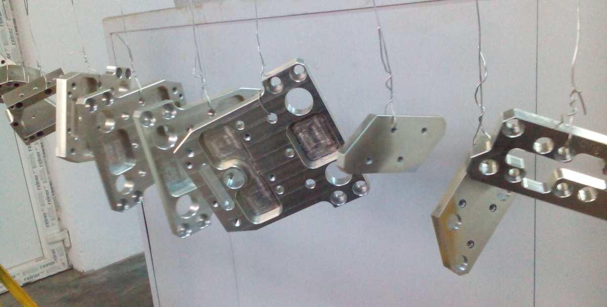 Galvanisierte Teile der Firma SC ADE METAL SRL
