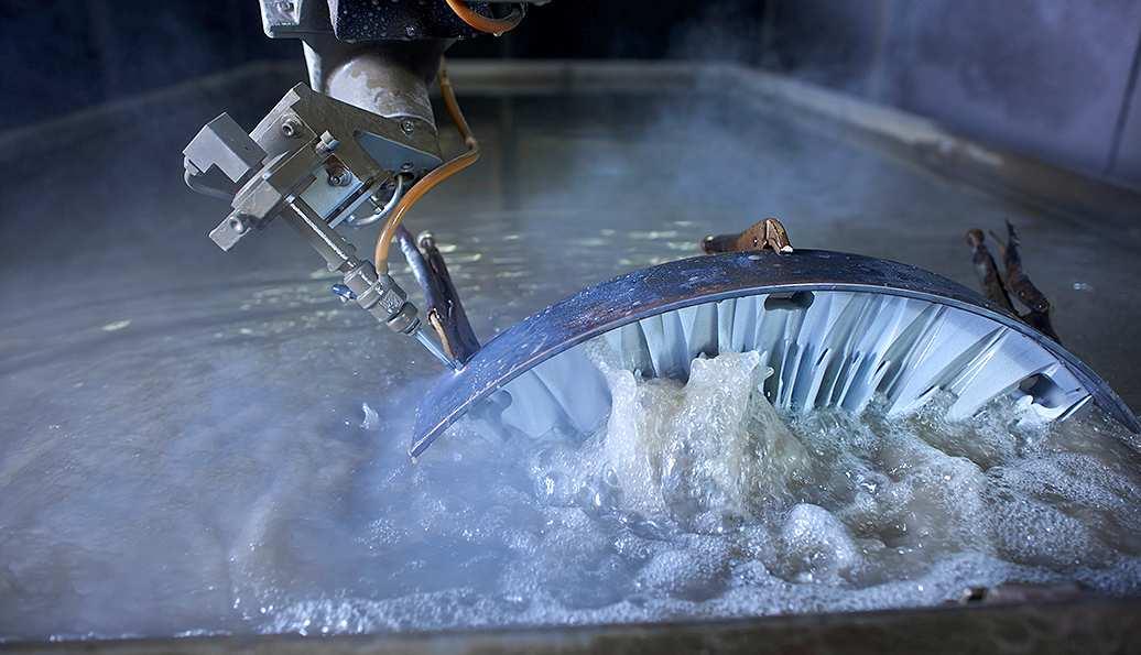 Wasserstrahlschneiden bei der Firma Waterjet AG