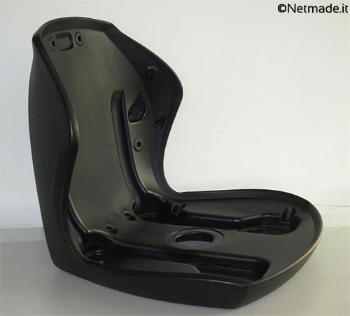 Durch Blasformen hergestellter Autokindersitz der Firma Netmade - Rubber&Plastic Solutions
