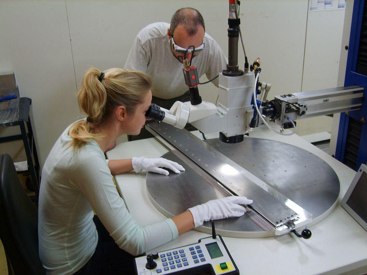 Laserschweißanlage bei der Firma REUTER Vakuumlöttechnik GmbH & Co. KG